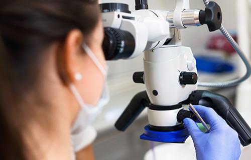 Clínica boutique Dental Madrid – microscopia dental - Si tienes mucha ansiedad al dentista te proponemos sedarte para que no pases un mal rato